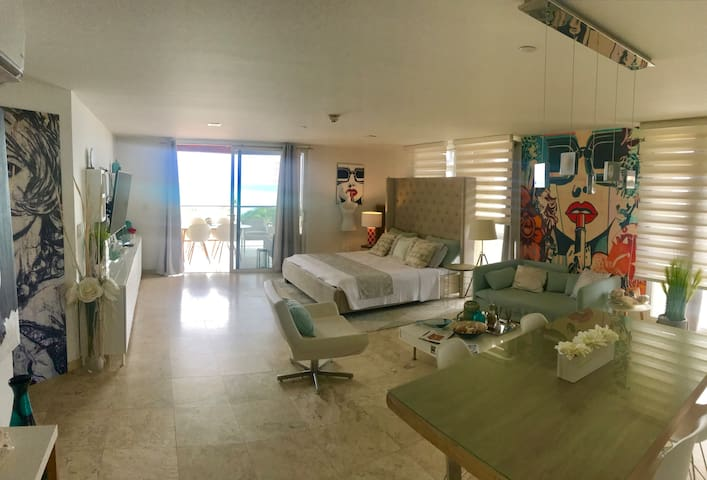Modern apt ,EagleBeach ,Oasis condo,Sea view, wifi