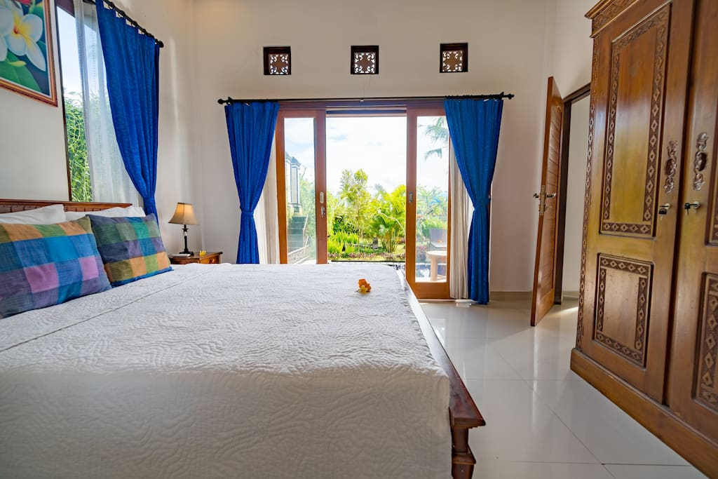 Ground floor bedroom with ensuite bathroom