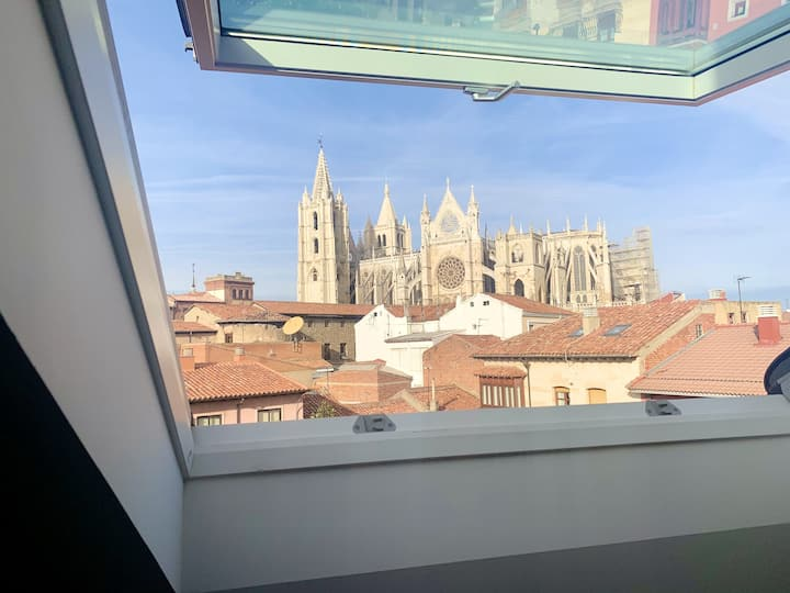 Studio in León, with wonderful city view and WiFi