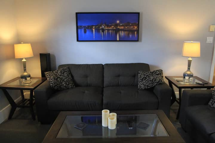 Private & clean 2 bedroom w/laundry