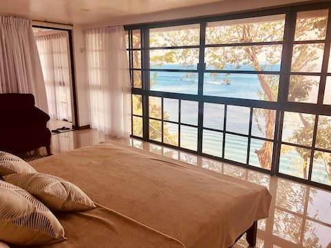 Romantic getaway with ocean view