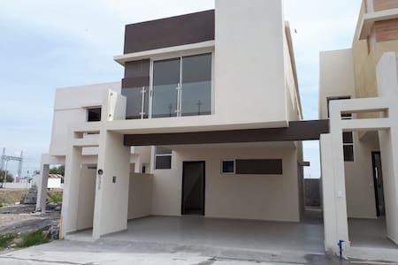 Casa Nivel Ejecutivo residencial apodaca 2o sector