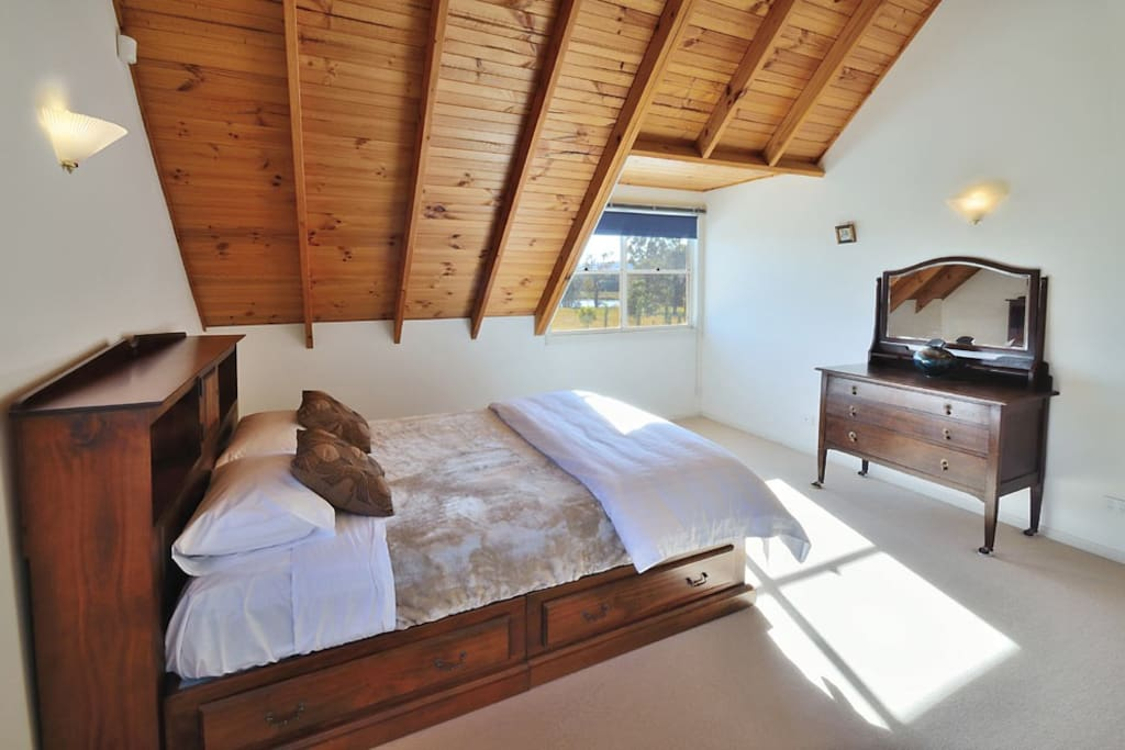 Upstairs master bed room with Queen bed
