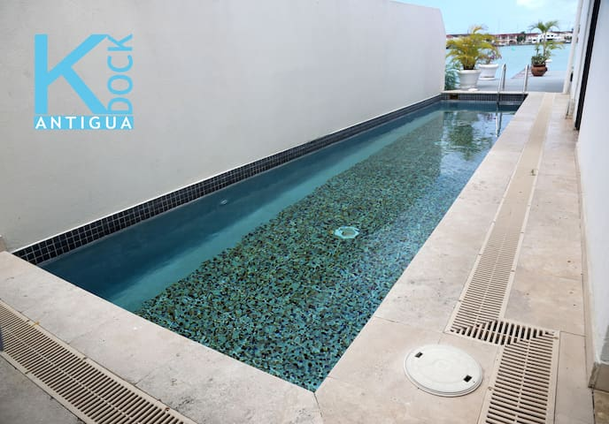 K Dock Master Suite - Private Room Outdoor Pool