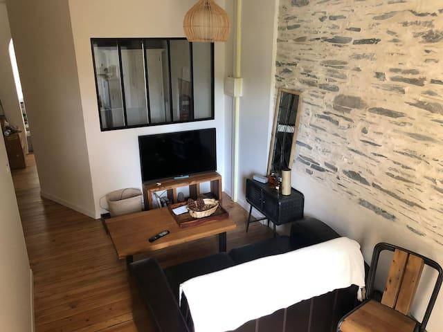 Appartement atypique avec accès sur un jardin.