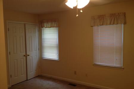 Vacant room within walking distance of Duke - Appartement