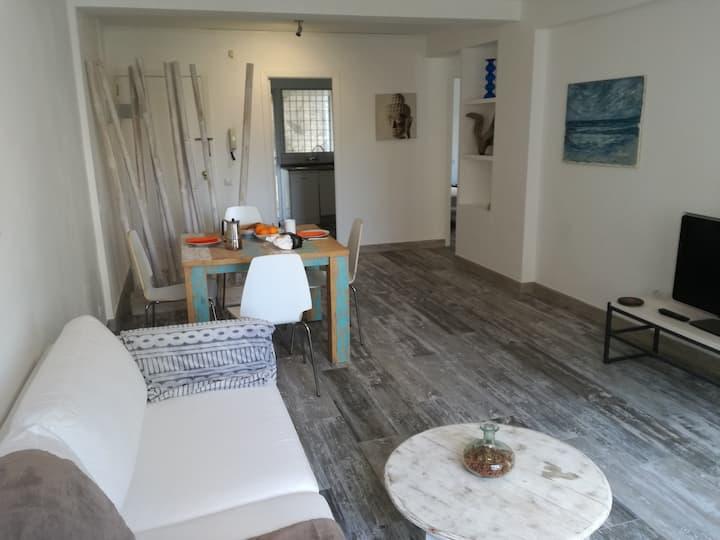 Stylish 3 beds flat next to beaches & restaurants