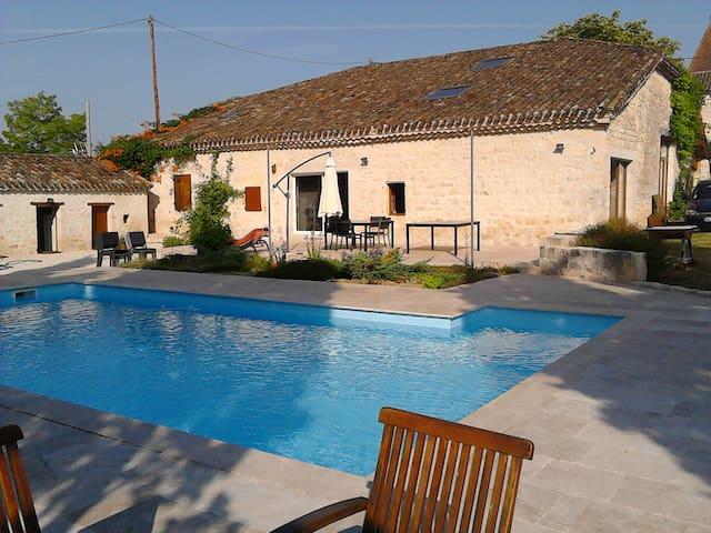 Chambre spacieuse au calme - Montaigu-de-Quercy