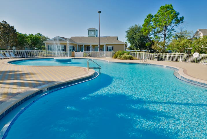 NEW Townhome with Pool, Close to Beach & Pier Park