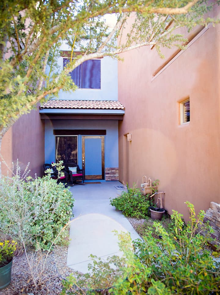 Private Downtown Cave Creek with Garage