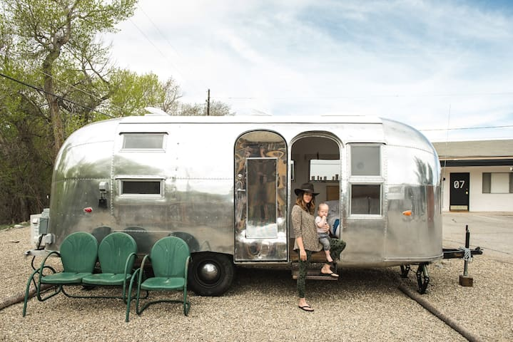 1958 Airstream - Amigo Motor Lodge