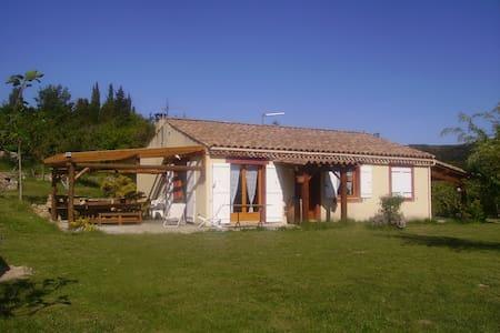 Villa plain pied avec vu magnifique - Albières