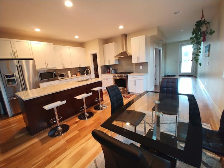 Beautiful large 3 bedroom 8 minutes to downtown
