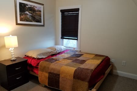 Cozy Private Room with queen Bed - Somerville - Talo