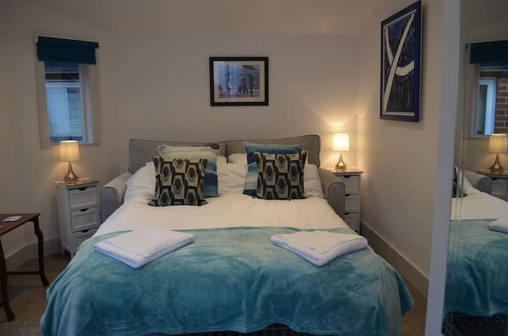 The Cabin -  Secluded Hideaway in City Centre
