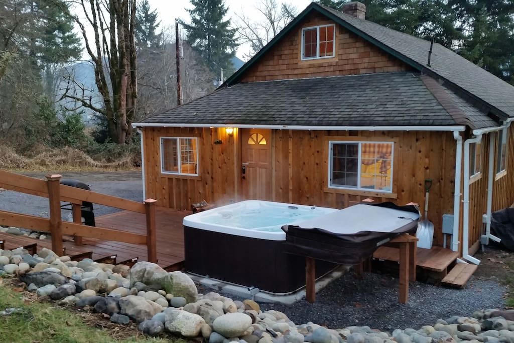 Indian henry 39 s cabin hot tub mt rainier cabins for for Washington state cabins for rent