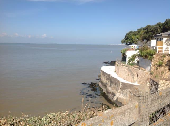 Propriété : accès direct à la plage (Fouras 17450) - Fouras - Дом