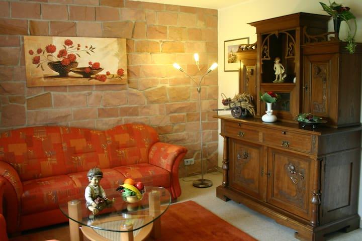 Schicke Wohnung m. wahlw. 2 oder 3 Schlafzimmern - Schwedelbach - Lägenhet