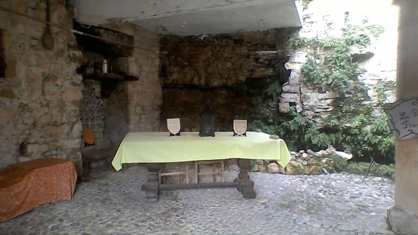 Le patio et sa fontaine