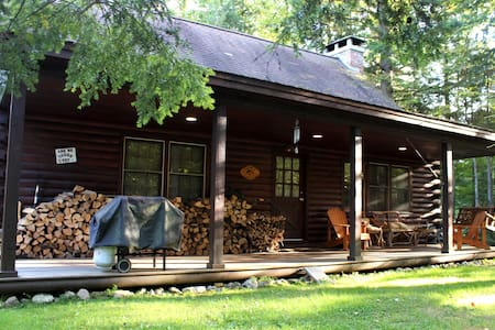 Cozy Log Cabin Between Mount Snow and Stratton