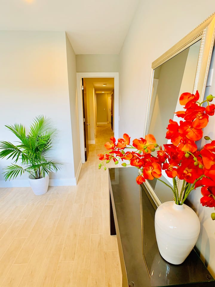 Rm. 16C •3 LOCATIONS! •LUXURY •FURNISHED •MONTHLY