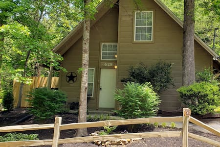 Beary Charming Cabin minutes from Gatlinburg