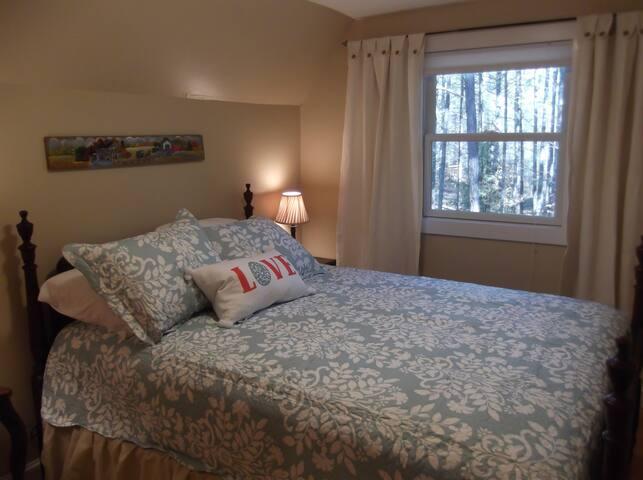 Bedroom #2, Queen size bed