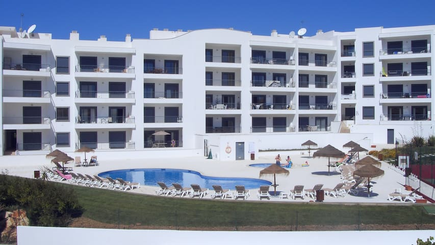 Apartment for 4 people Pool Ténis court  Beach