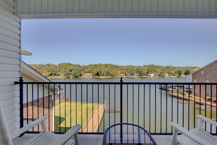 NEW & Immaculate/Lake Front Condo@ Lakeland Harbor