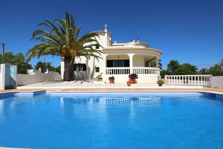 Villa with pool, near beach - Algarve