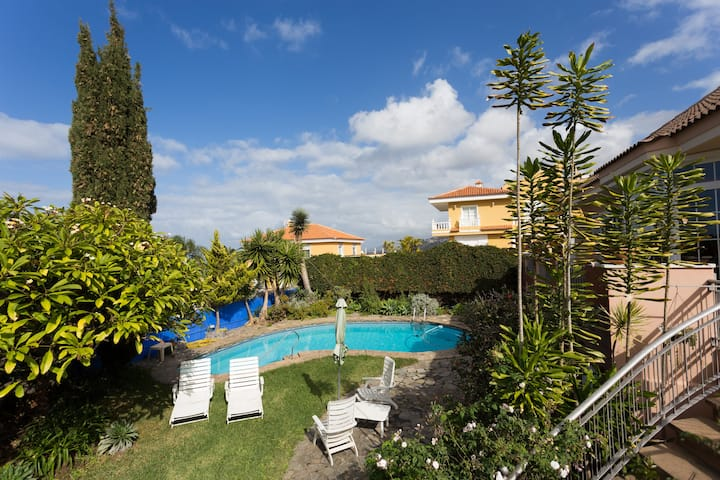 Luxury Villa with Pool in Puerto de la Cruz