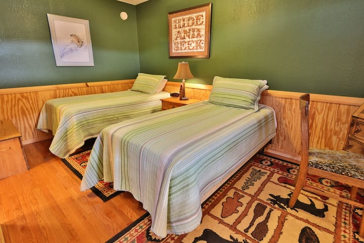 Charming Waterfront Inn - Puffin Room