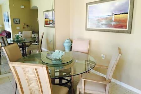 2 Bedroom Condo in Naples Gated Golf Community - Estero - Ortak mülk