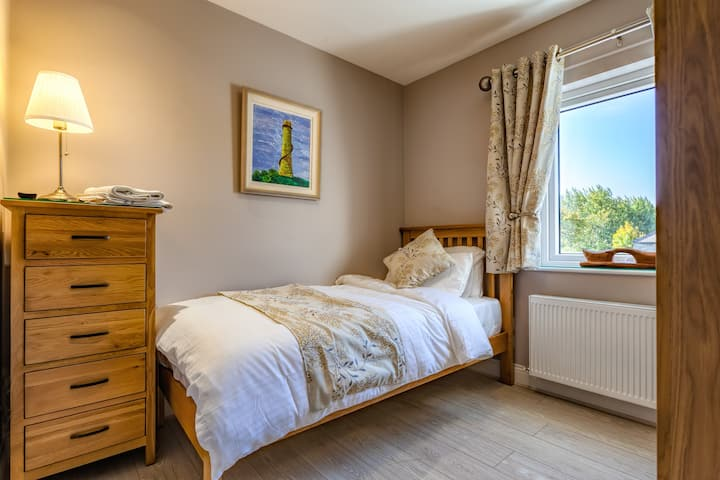 Large Single Room - Tintawn Guesthouse, Scariff.