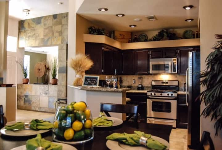 Luxurious Accommodation 5 Minutes From The Strip!