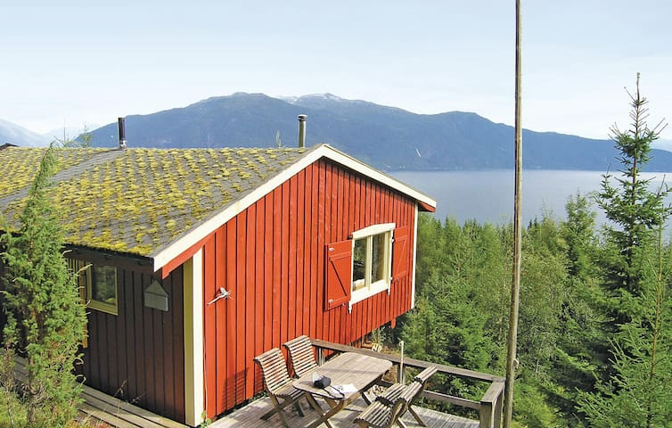 Holiday cottage with 3 bedrooms on 65 m² in Balestrand