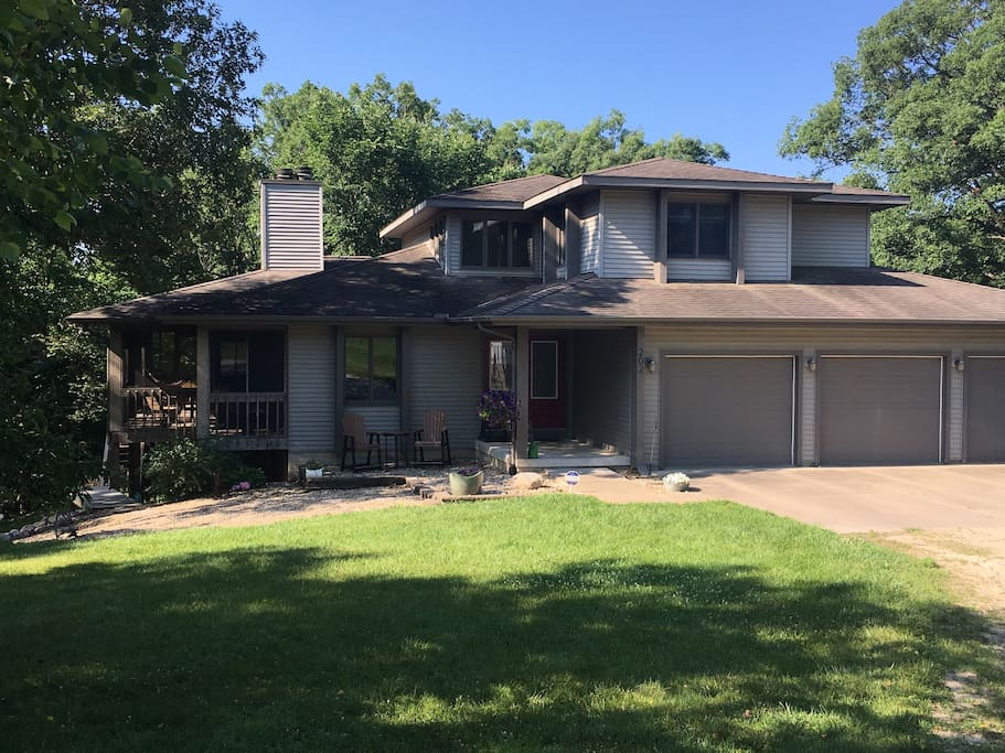 singles in mossville Mossville real estate is primarily made up of medium sized (three or four bedroom) to large (four, five or more bedroom) single-family homes and apartment complexes/high-rise apartments most of the residential real estate is owner occupied.