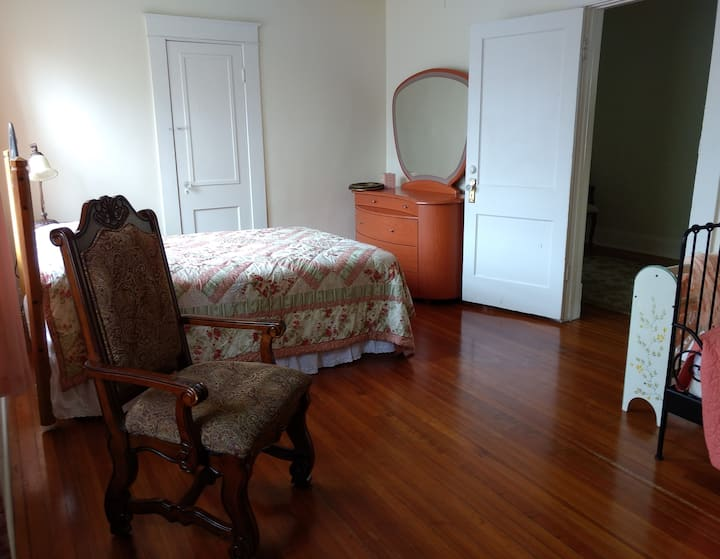 The Peach Room * Pool * WiFi * Romantic Lakeside
