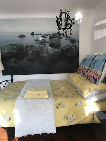 Cosy double room-FREE STREET PARKING