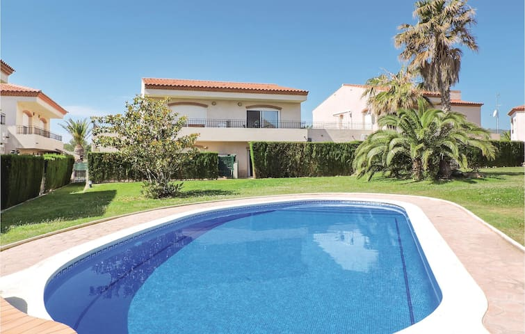 Terraced house with 4 bedrooms on 110m² in Miami Platja