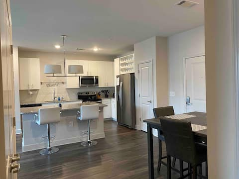 Entire Apt near Uptown, Outlet Mall, Fitness Ctr