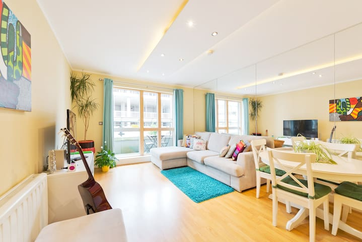 Cosy Home in the Heart of Grand Canal Dock