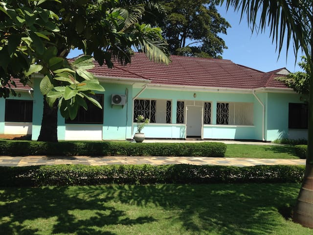 Spacious Guesthouse with garden, parking in Tanga