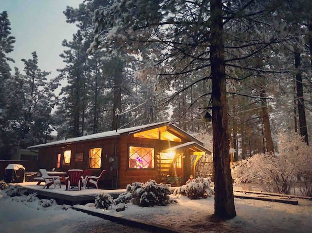 Honeycomb Hideout | Big Bear Cabin w/ Spa