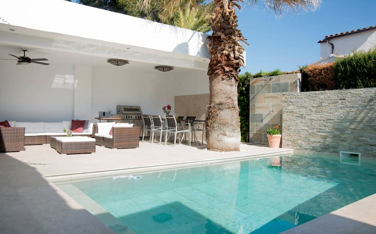 BEAUTIFUL MEDITERRANEAN HOUSE IN GREAT LOCATION - Sitges - Tatil evi