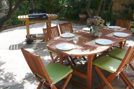 Charming villa in green setting, close to beaches - Nice - Villa