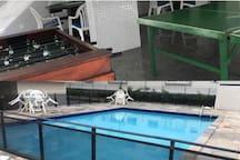 prédio com 2 piscinas adulto e infantil, sauna, sala de jogos.