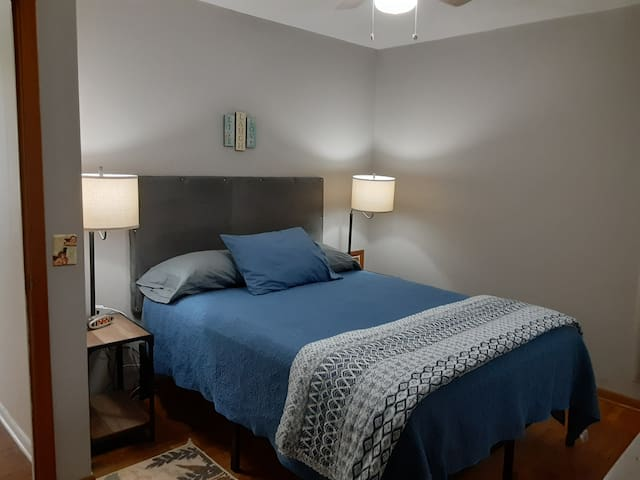 Cozy and comfortable Queen bed with extra blankets and pillows.  Night stands have built in USB ports to plug in your devices.  Alarm Clock provided.  Ceiling  fan for comfort and a window A/C unit.