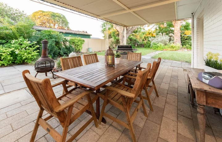 Cosy Lodge Belmont close to CBD suitable for FIFO.