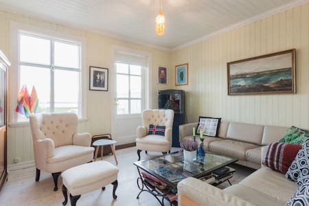 Picturesque house by the sea- close to city center - Рейкьявик